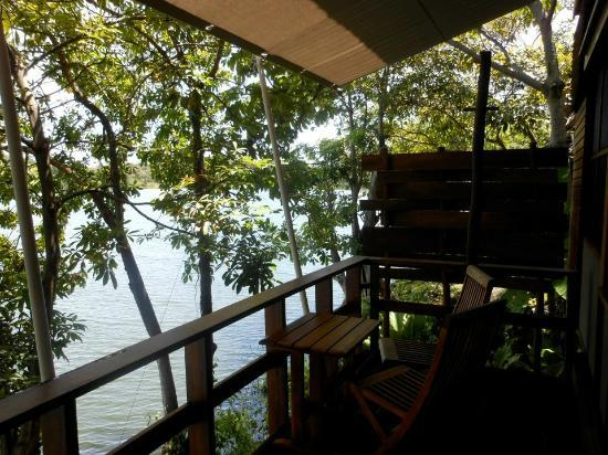 Jicaro Island Ecolodge Granada : Each casita has a private deck with view of the lake