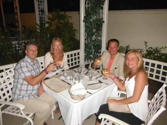 Breezes Resort & Spa Bahamas: Eden restaurant....Try the crab cakes!!!