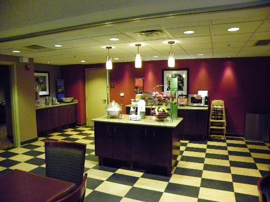 Hampton Inn & Suites Rifle: Breakfast Area