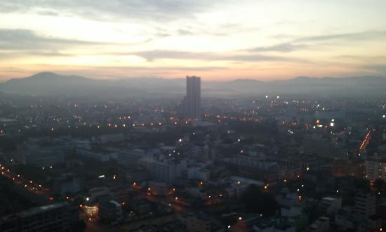 Lee Gardens Plaza : Hat Yai by Morning from the room