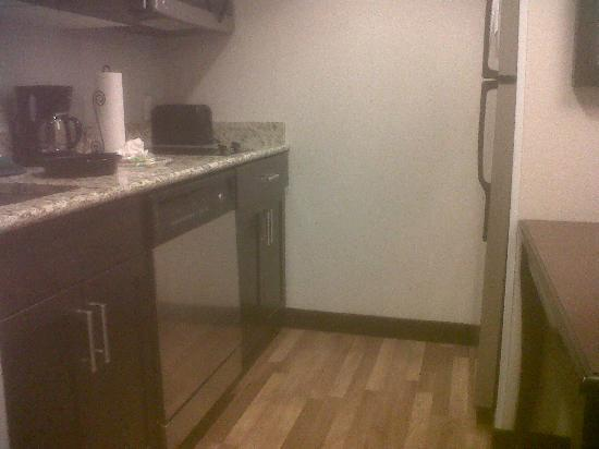 Homewood Suites by Hilton Boston/Canton, MA: Kitchen