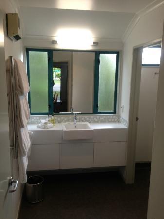 Amici Motel: Bathroom