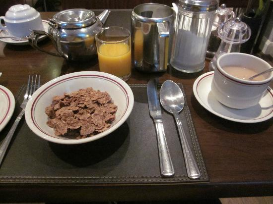 Arosfa Hotel: Breakfast in the dining room