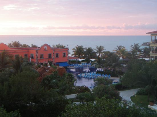 Hotel Marina El Cid Spa & Beach Resort: Early morning view from Building 19