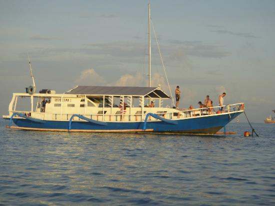 Bali Boat Trip : The Indocean soaking up the sunset.