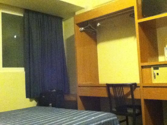 Hotel Roble: Closet