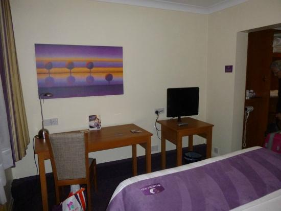 Premier Inn Cardiff North Hotel: Room