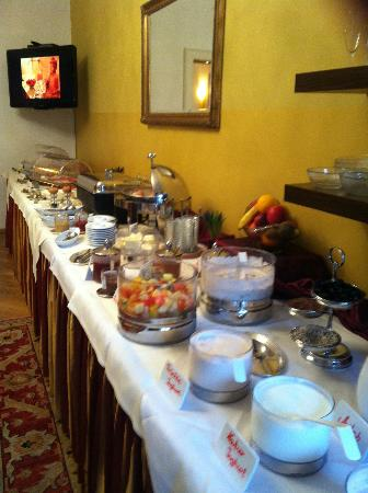 Hotel Wolf-Dietrich: Buffet table