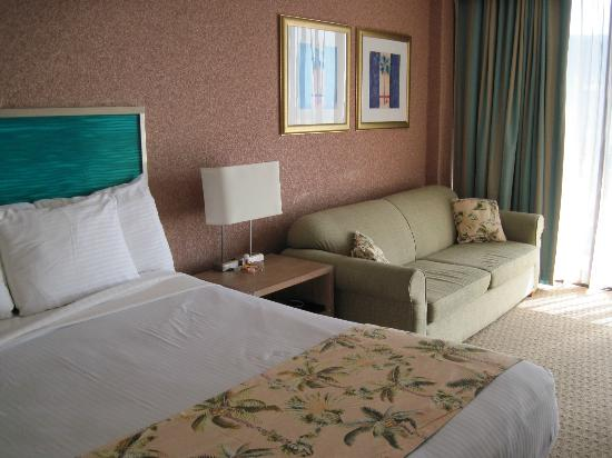Aqua Palms Waikiki: Larger rooms have couches, highly recommended