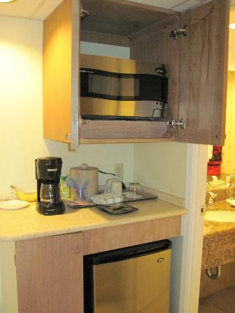 Aqua Palms Waikiki: Pantry area with microwave, frig, & coffee maker