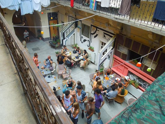 Retox Party Hostel: Chilled Courtyard!
