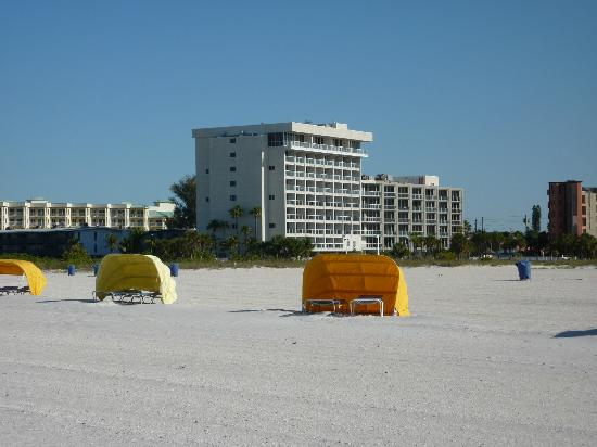 Residence Inn St. Petersburg Treasure Island: A beautiful beach in front of the hotel