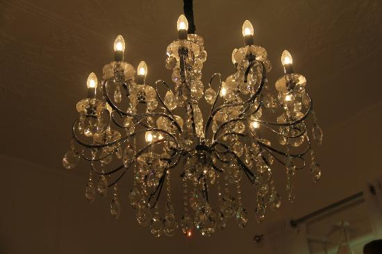 Healesville Garden Accommodation: Chandelier in the Family Room