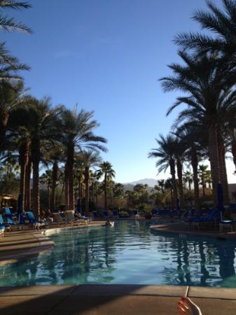 Hyatt Regency Indian Wells Resort & Spa: relaxing by the adult only pool