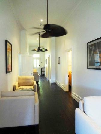 Healesville Garden Accommodation: Main Hallway