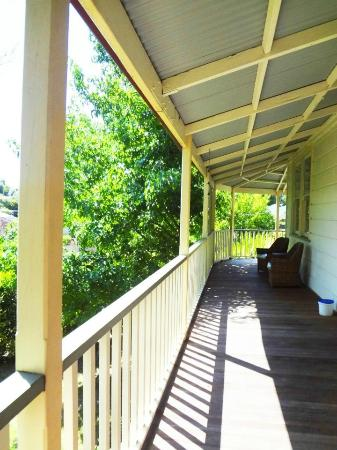 Healesville Garden Accommodation: Wrap around porch