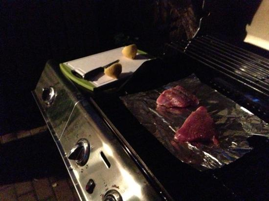 Hanalei Surfboard House: The Love Shack had all the utensils to grill fish from the Fish Market, and cook rice and fresh