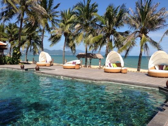 Evason Ana Mandara Nha Trang: poolside