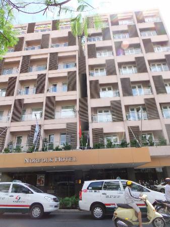 Norfolk Hotel: Hotel Front