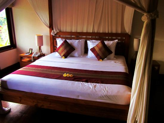 Natura Resort and Spa: bed