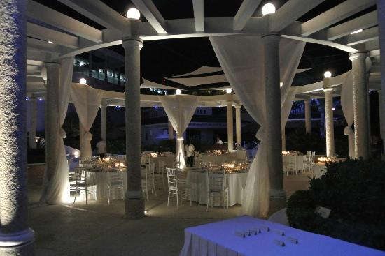 Sandos Cancun Lifestyle Resort: Gazebo set up for our reception
