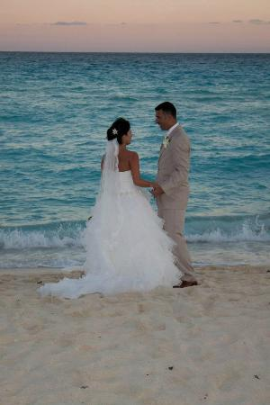 Sandos Cancun Lifestyle Resort: Beach shot after ceremony