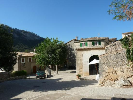 Finca Hotel Son Palou: Son Palou entrance on Orient village's main square