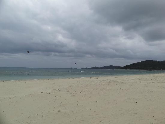 Eef Beach: 白砂の浜が続くイーフビーチ