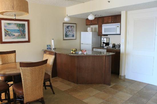 Ka'anapali Beach Club: kitchen