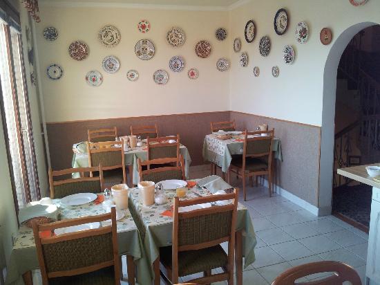 Budavar Bed & Breakfast : La salle des petits déjeuners  : vue 1.
