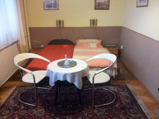 Budavar Bed & Breakfast : Chambre 1 : 2 lits à 1 place.....j'étais seul ....