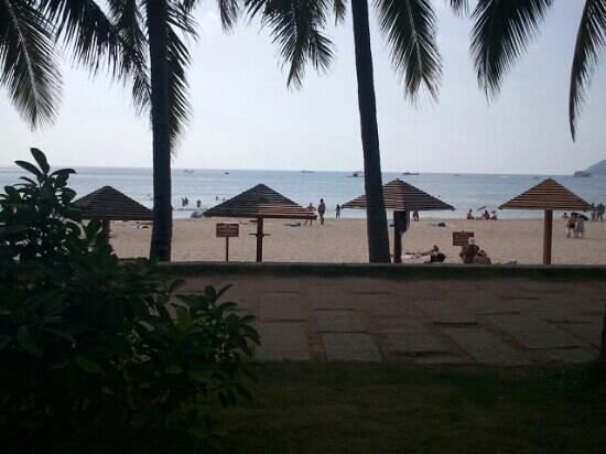 South China Hotel: Вид на пляж отеля
