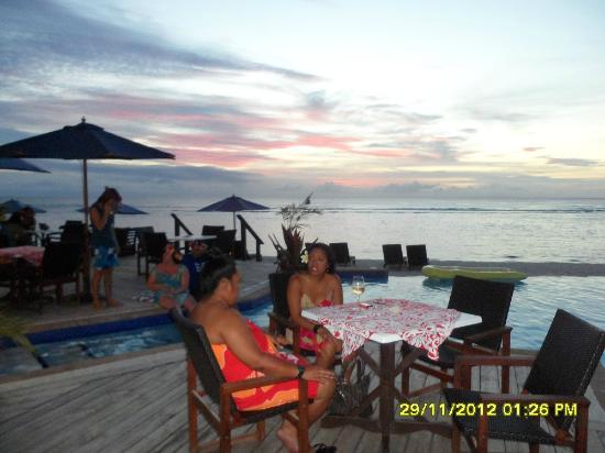 Manuia Beach Resort : A view from the deck out acress the water