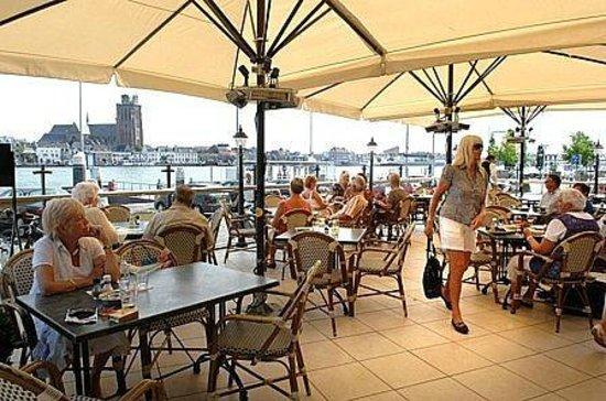 Zomerlust Brasserie & Restaurant: zicht vanaf het terras