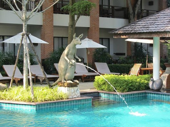 Woodlands Hotel & Resort: Фонтан - кенгуру