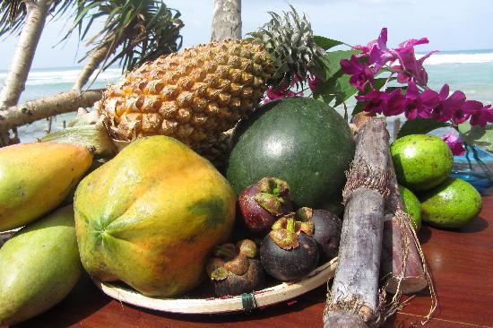 แอซซัวร์ บีช วิลลา: Sri Lankan fruits