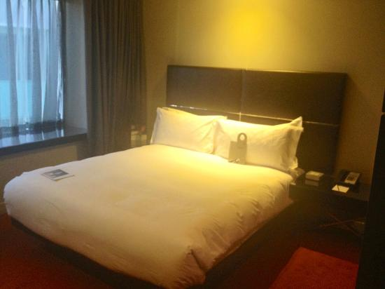 Park Plaza Westminster Bridge London: large bed