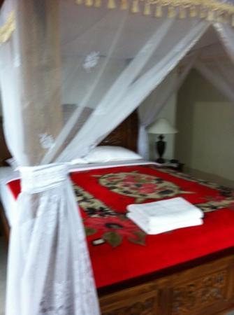 Karangsari Guest House: bed