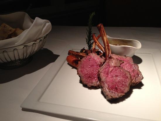 Hoku's: ラム肉の塩釜焼き