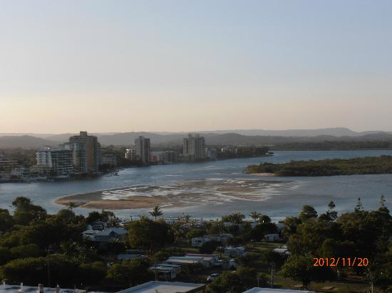 Chateau Royale Beach Resort: The view over the Maroochy River