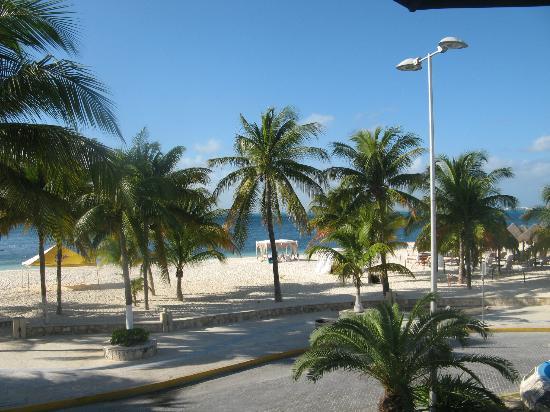 Privilege Aluxes : On the beach