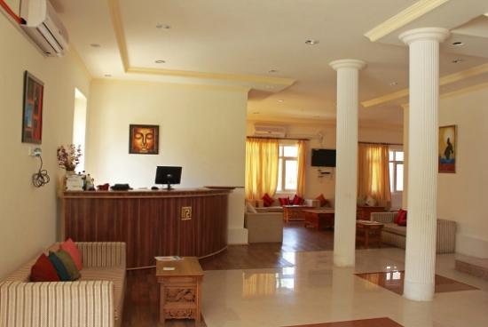Reenam Hotel: Lobby and Reception area