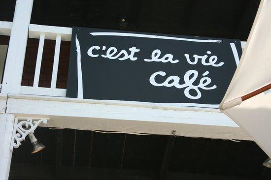C'est la vie café : The sign