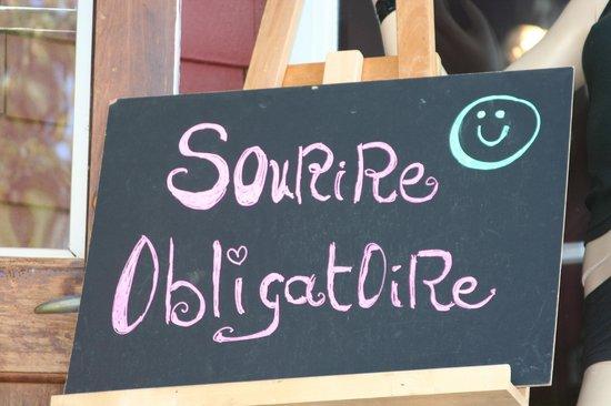 C'est la vie café : Smile is mandatory :)