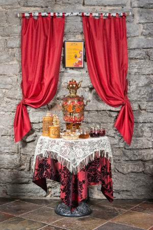 Russian Dining Room U Natashi: Enjoy a truly Russian style tea from a samovar coming right from Tula