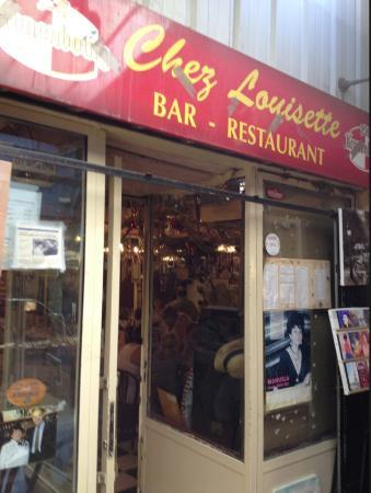 chez Louisette : Entrance within Vernaison market
