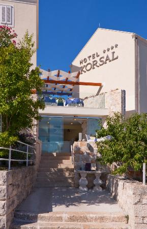 Hotel Korsal: Hotel entrance