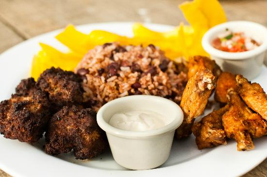 Playa Hermosa Beach Hotel: comida criolla a las brasas