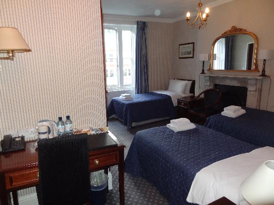 Regency House Hotel: Triple room