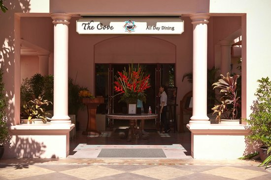 Centara Grand Beach Resort Phuket: Завтраки и ужины тут
